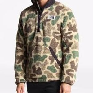 The North Face Campshire Camo NWT M men's 1/4 zip